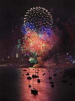 palle verticali di fuoco d'artificio di Sydney foto