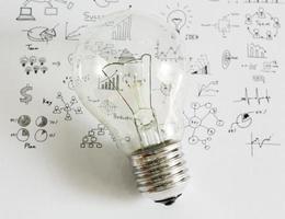 lampadina con disegno grafico foto