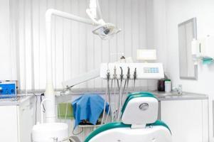 strumenti del dentista e attrezzature dentali foto