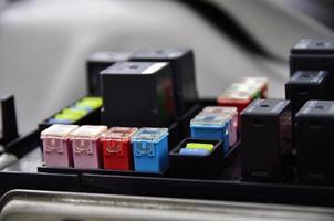 scatola dei fusibili closeup all'interno della macchina foto
