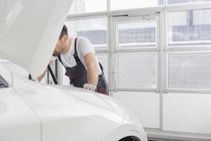 Manutenzione dell'auto foto