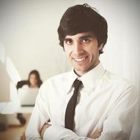 uomo d'affari moderno nel suo ufficio foto