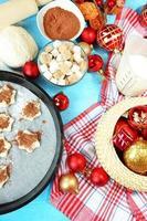 processo di produzione di biscotti di Capodanno primo piano