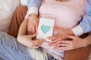 immagine vicina della donna incinta foto