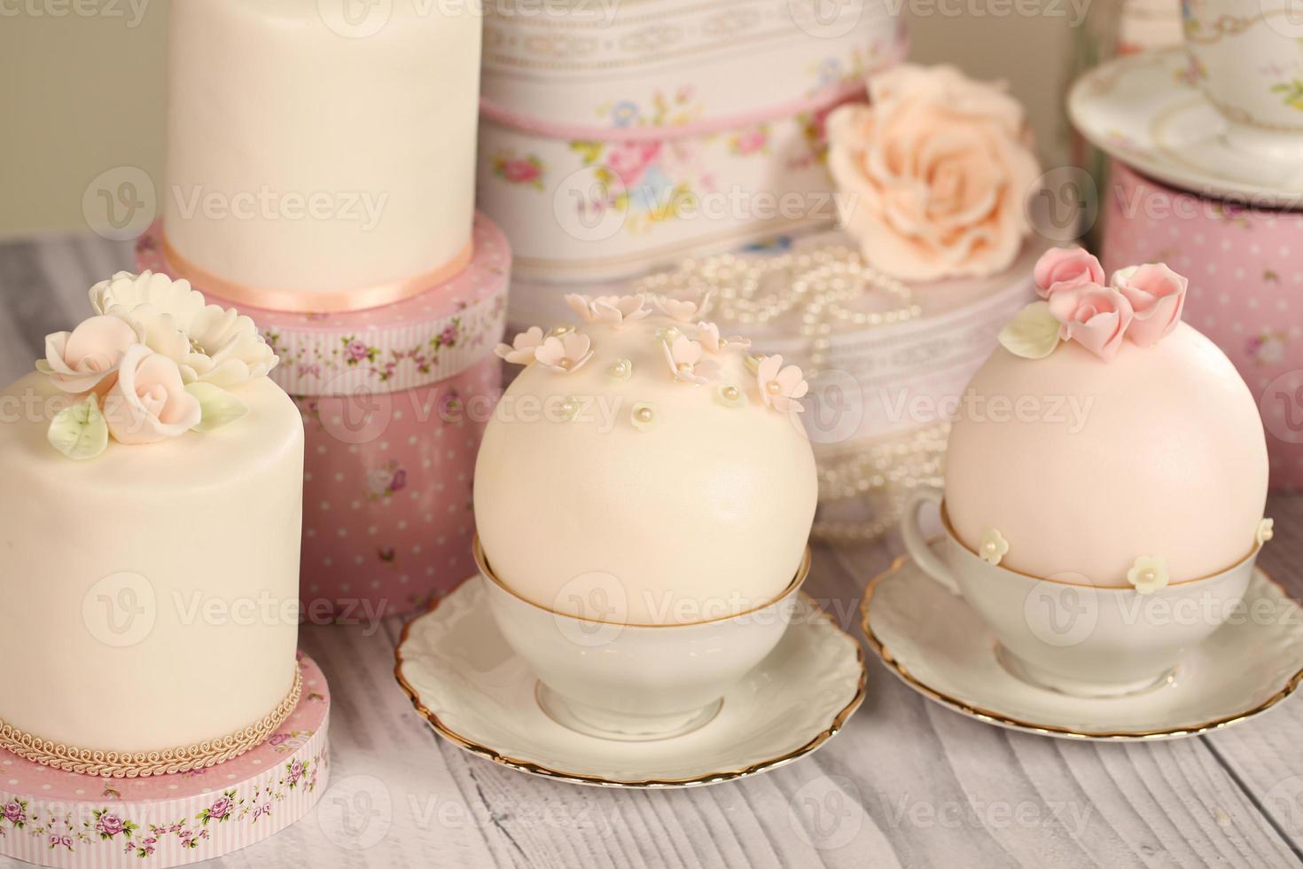 mini bolos com glacê foto