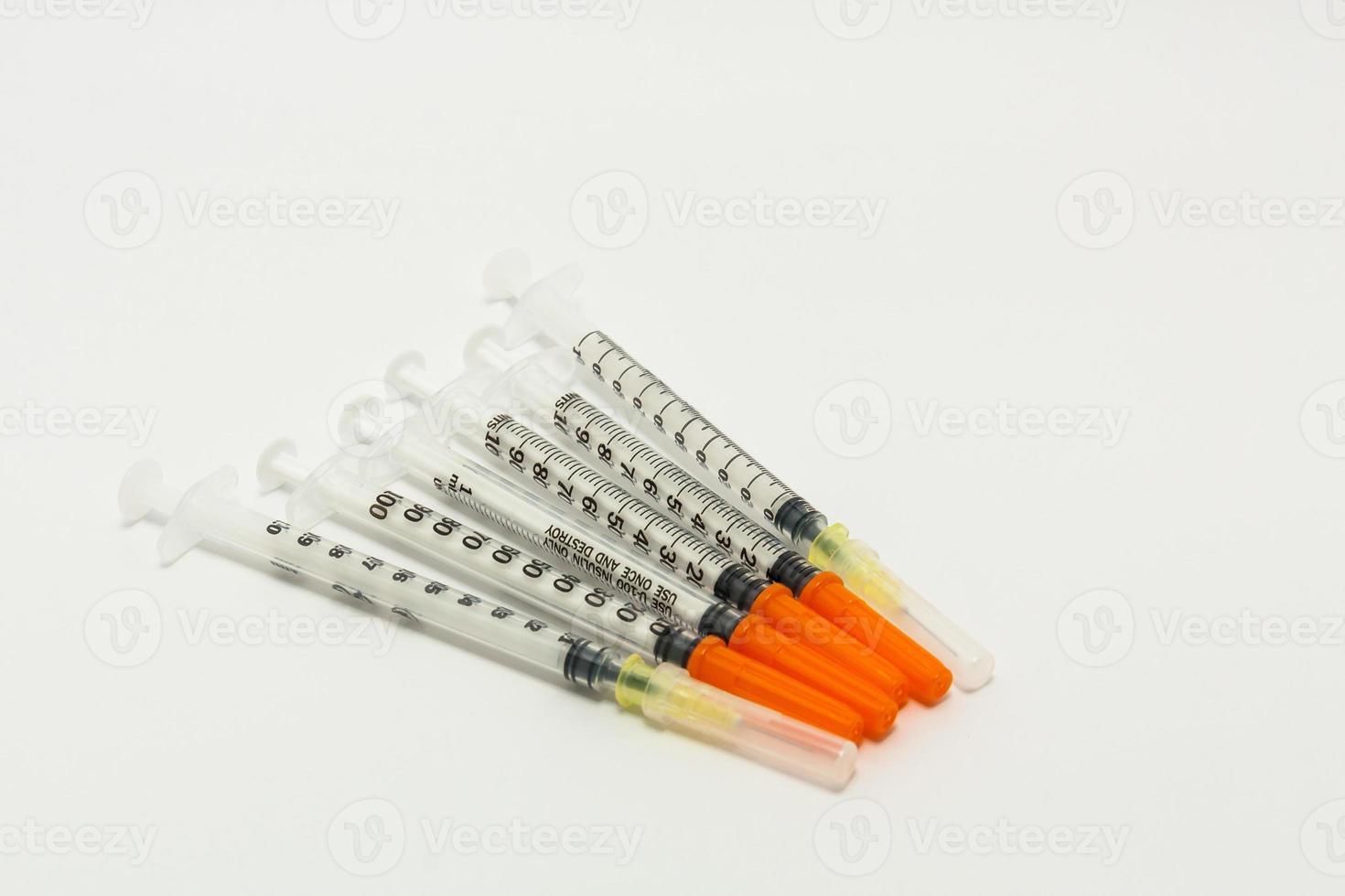 seringas descartáveis de vários tamanhos foto