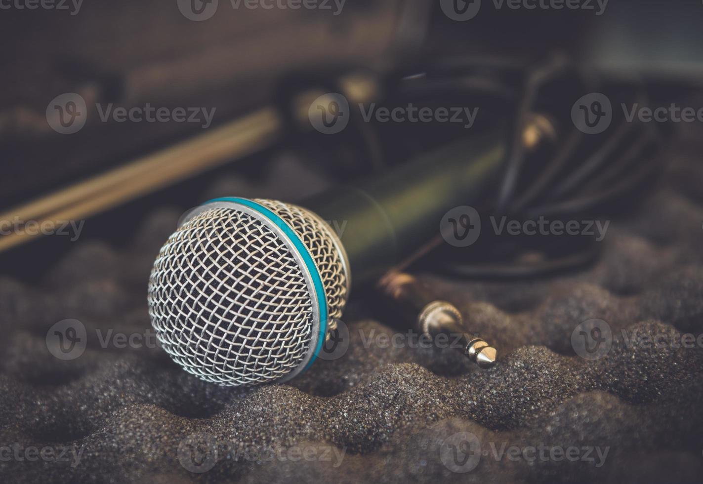 close-up de microfone em tom vintage foto