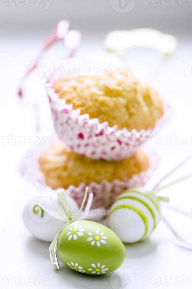 ovos e bolo de páscoa foto