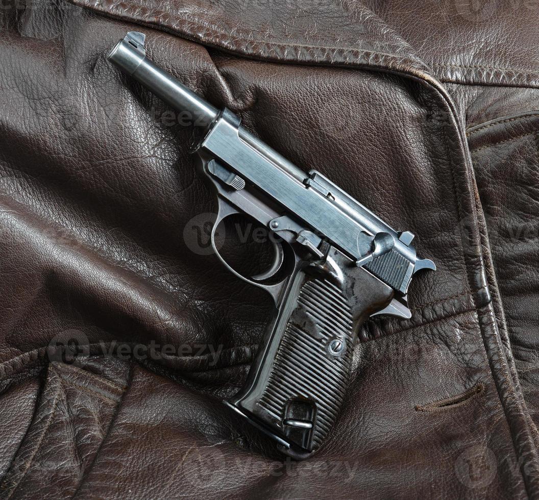 pistola de oficiais alemães da segunda guerra mundial. foto