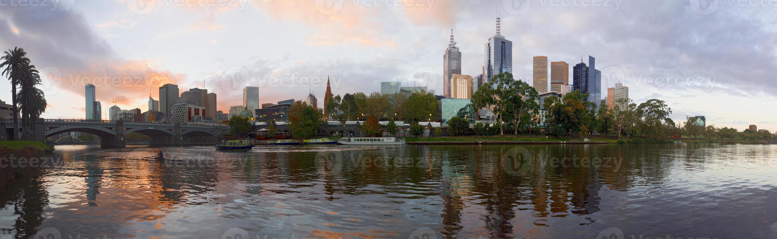 melbourne e o rio yarra foto