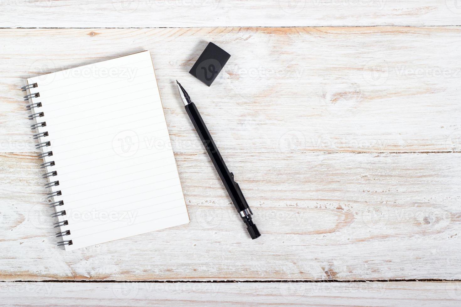 papel e caneta de nota foto