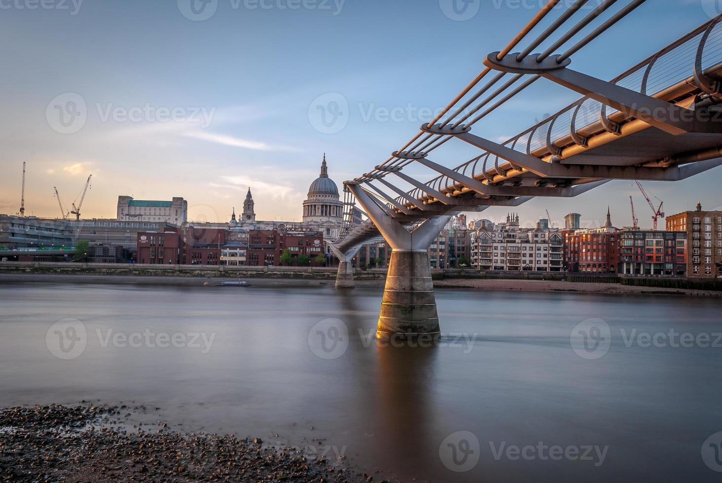 ponte do milênio, londres, reino unido foto