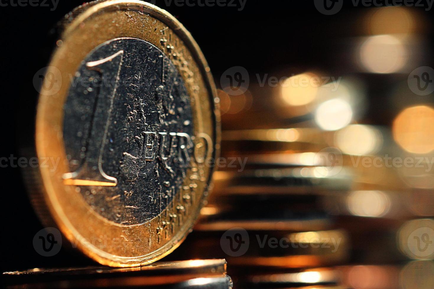 pilhas de moedas conceito dólares euro dólar taxa de câmbio economia foto