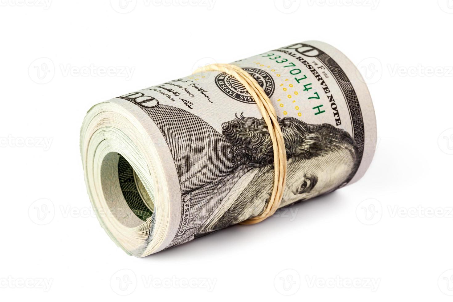 rolo de notas de cem dólares isolado foto