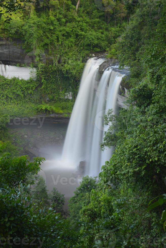 cachoeira huai luang foto