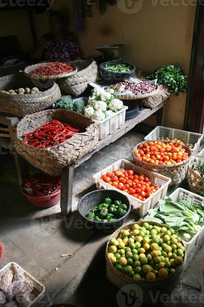 mercado de vegetais e ervas exóticas foto