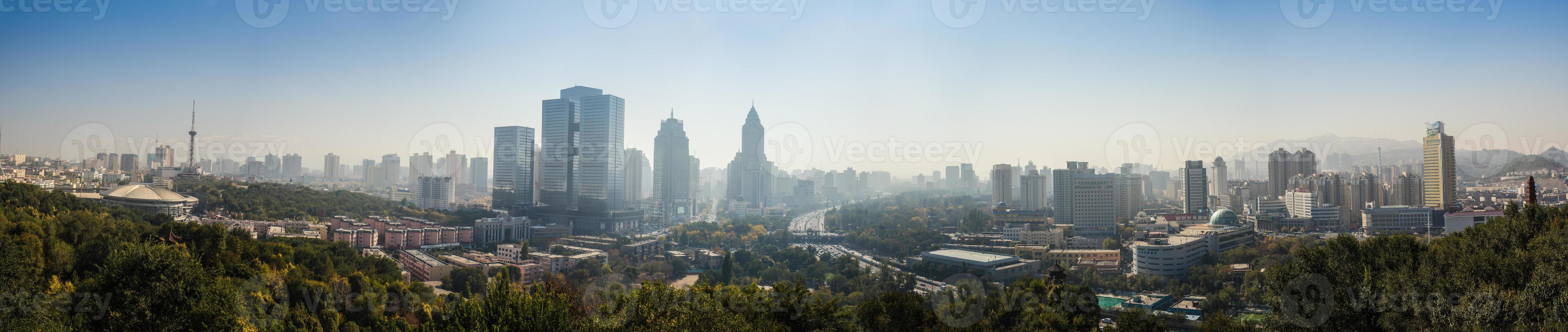 vista da grande cidade moderna foto