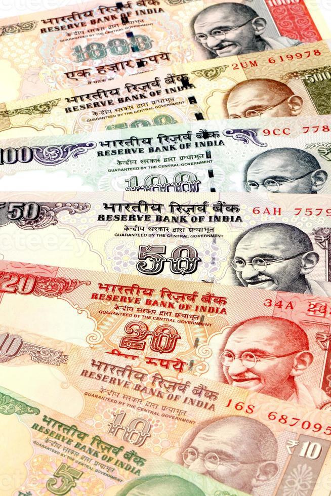 close-up de notas da moeda indiana foto