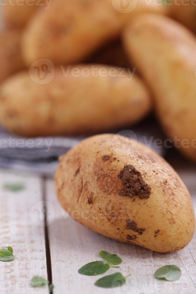 batatas cruas foto