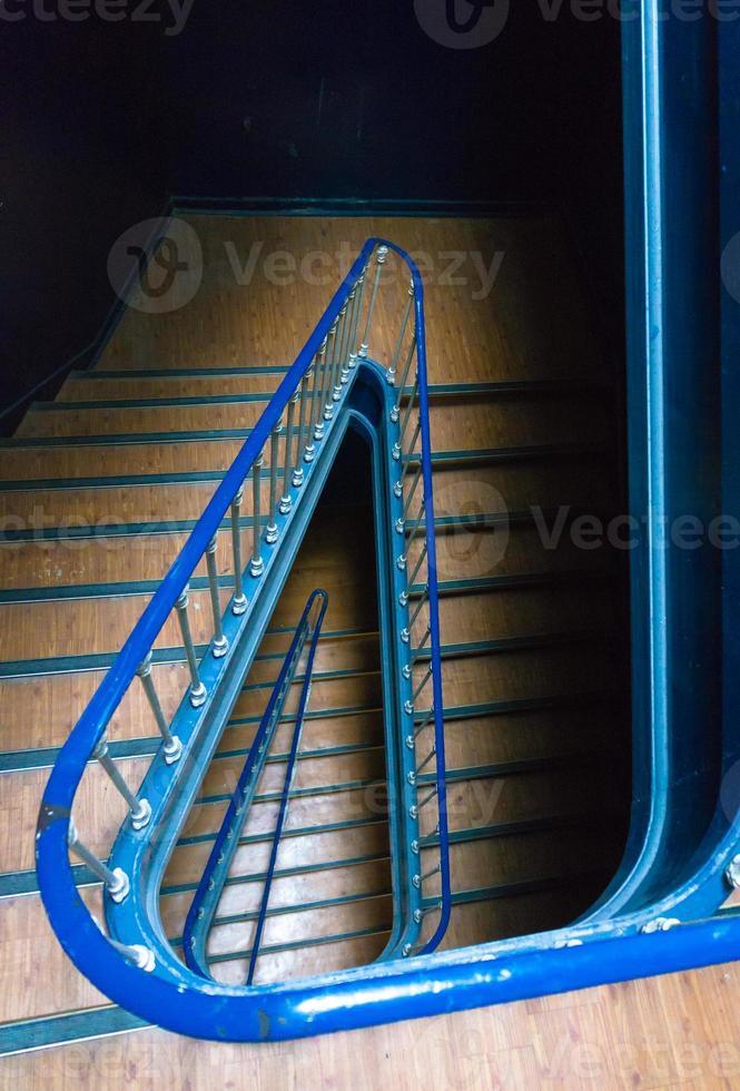 ver uma escada no edifício clássico de portugal foto