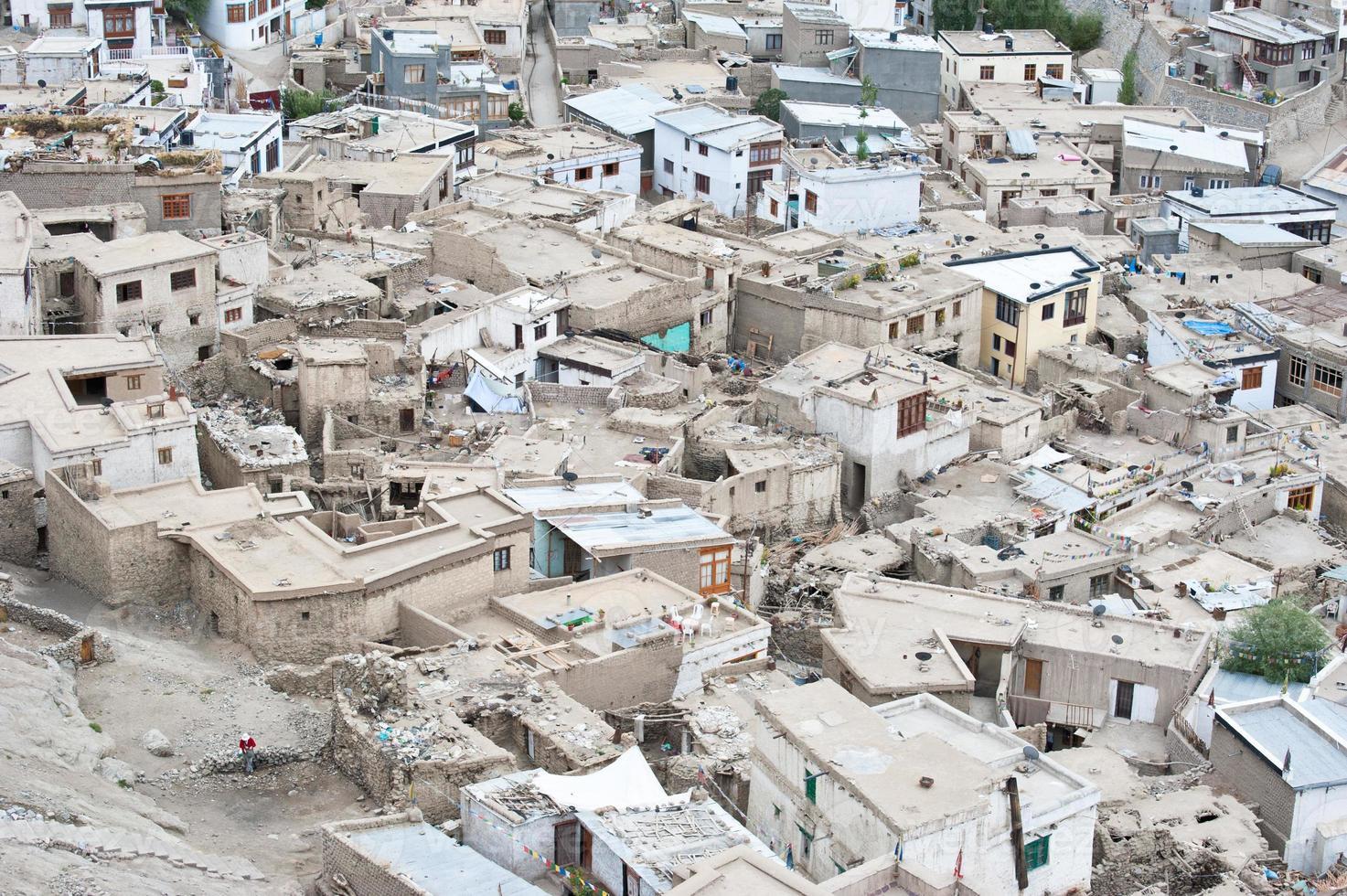 arquitetura da cidade de leh. india, ladakh foto