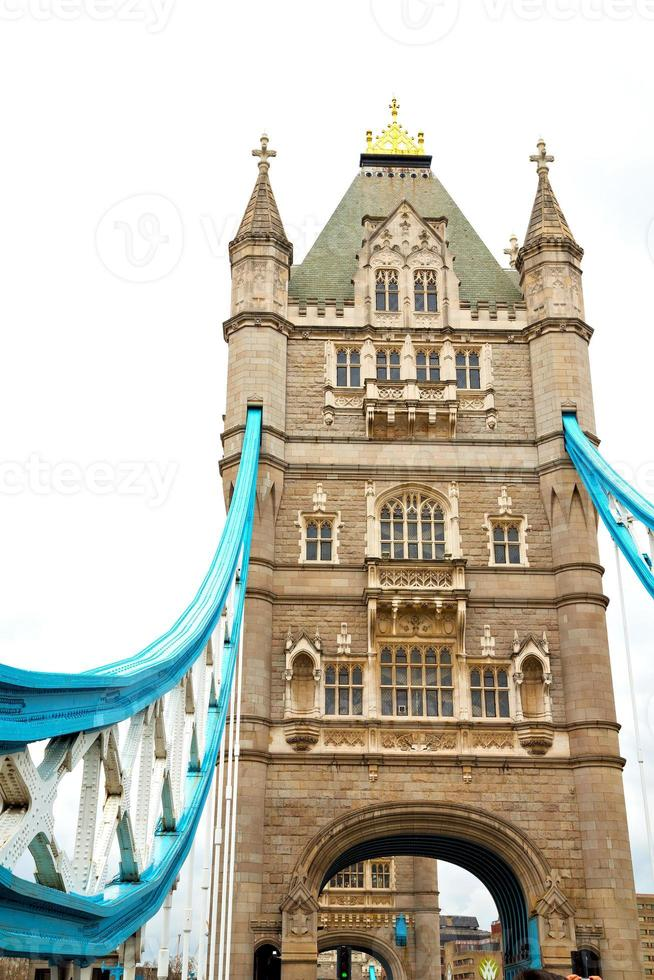 Torre de Londres e o céu nublado foto