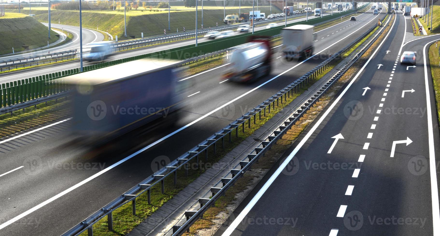 rodovia de acesso controlado de quatro pistas na polônia foto