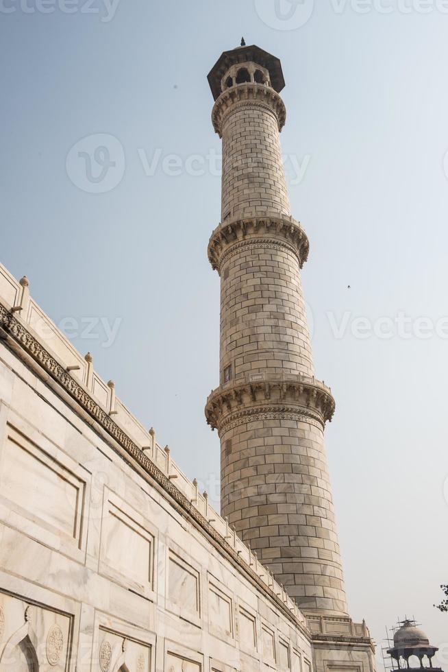 minarete em taj mahal foto