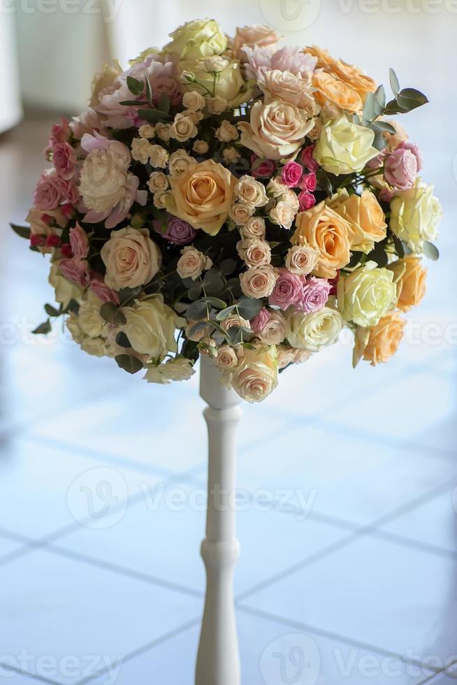 buquê decorativo de flores foto