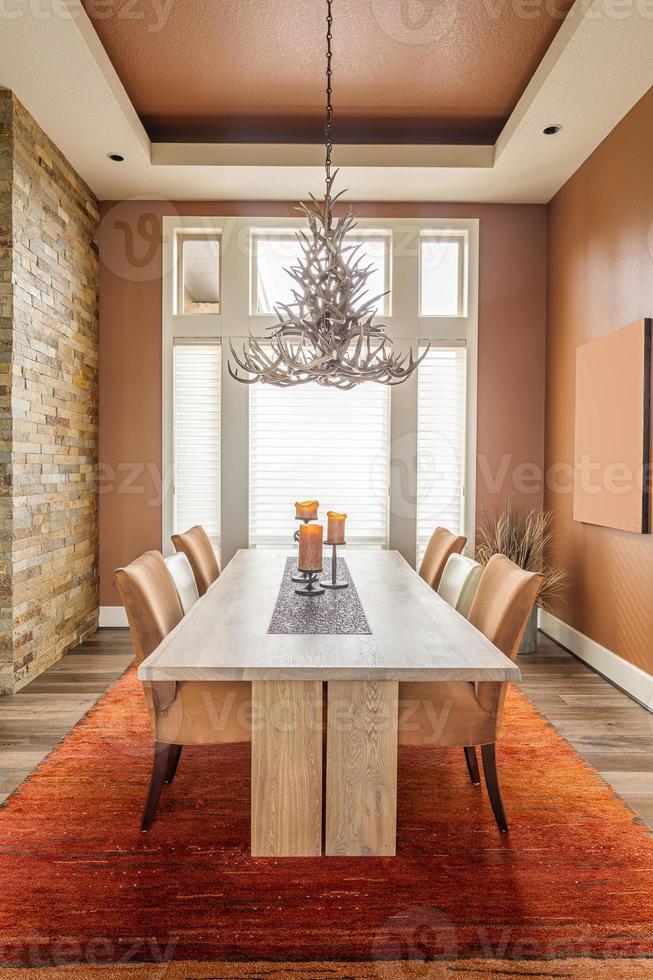 sala de jantar em casa de luxo foto