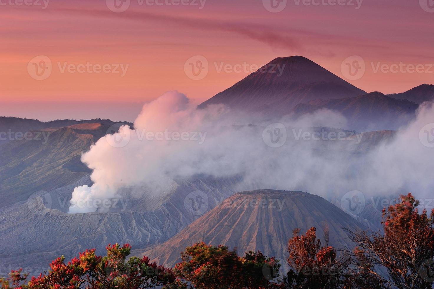 vulcões do parque nacional de bromo, java, indonésia foto