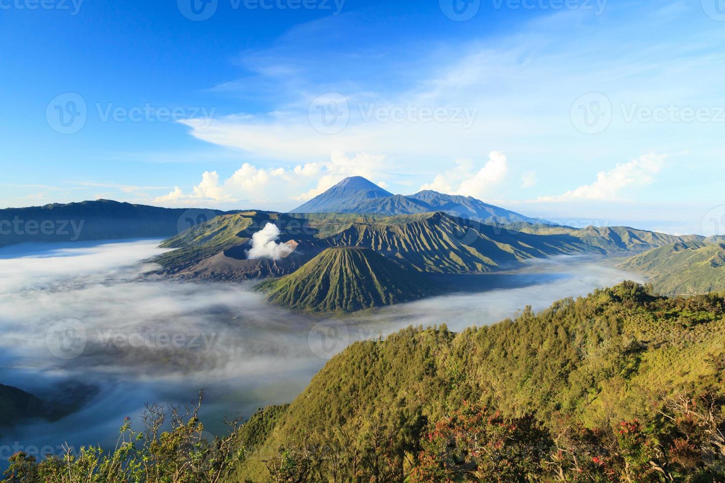 montanha de bromo no parque nacional de tengger semeru foto