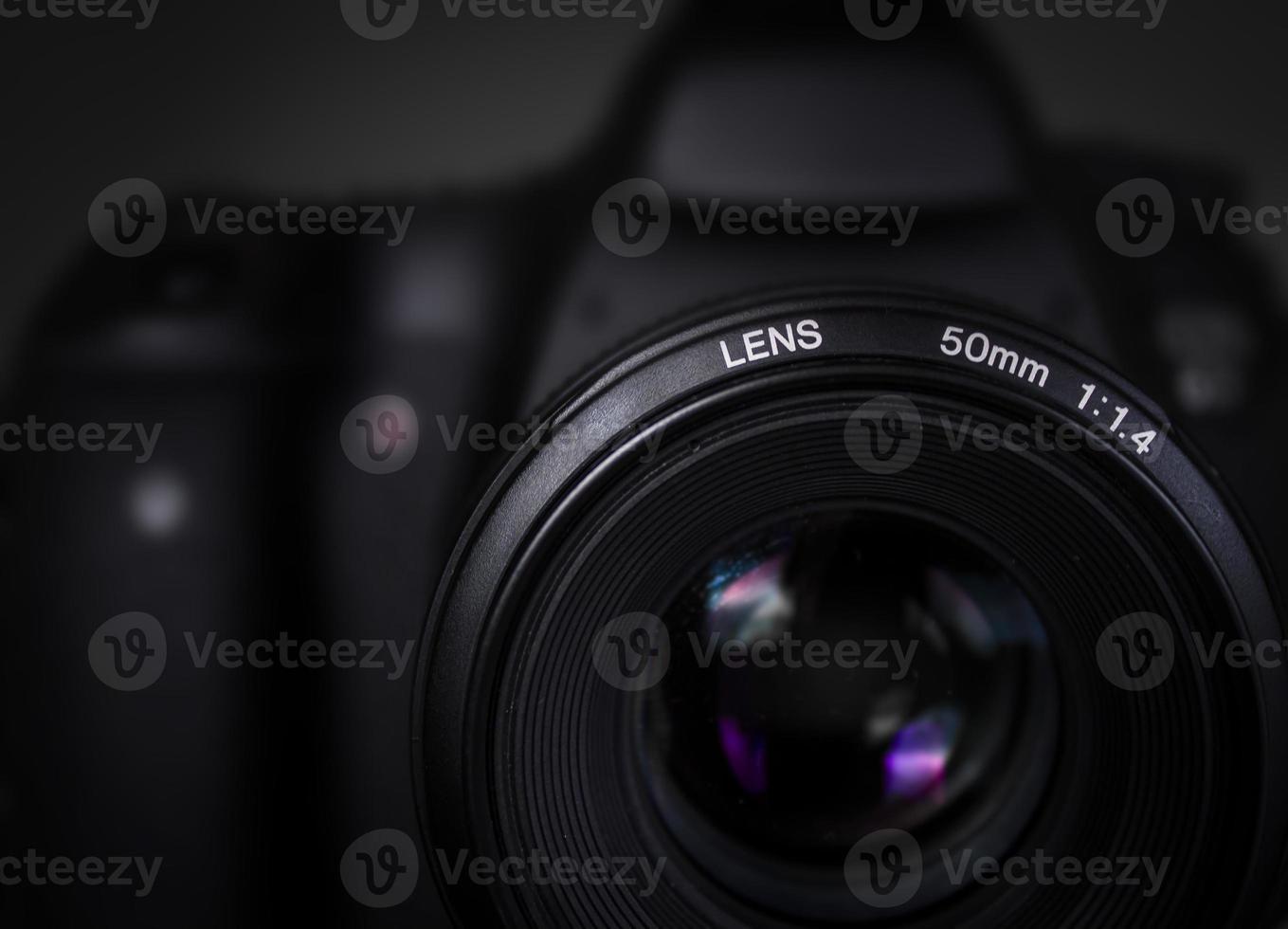Câmera DSLR com lente de 50mm. foto