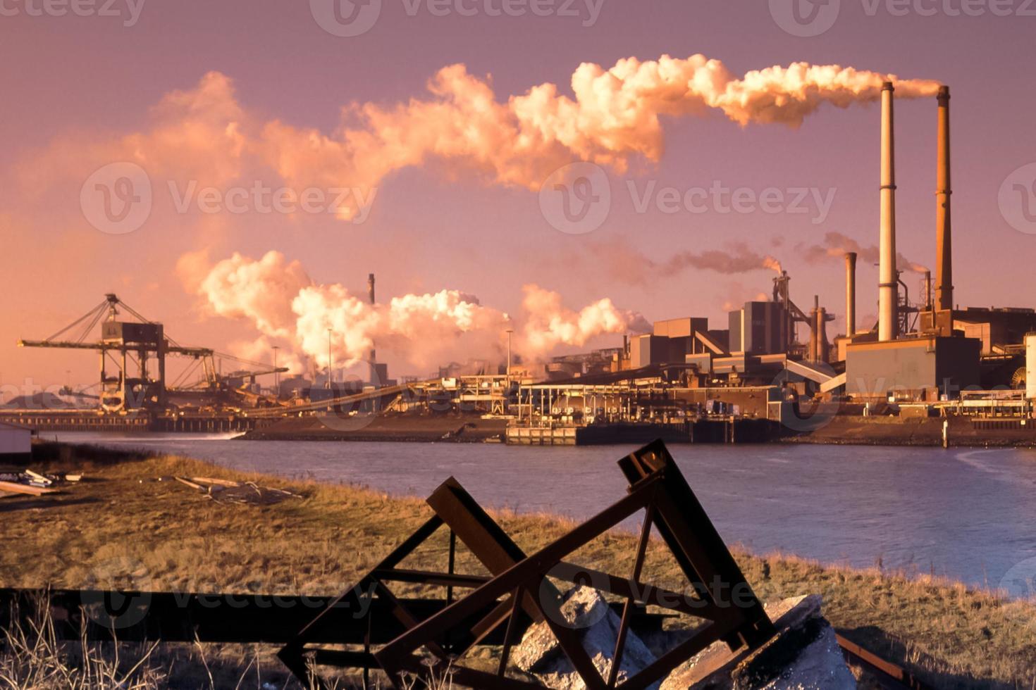 indústria siderúrgica foto