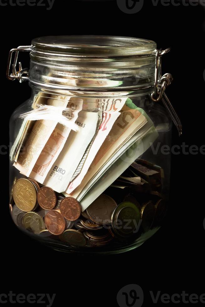 euros em uma jarra foto