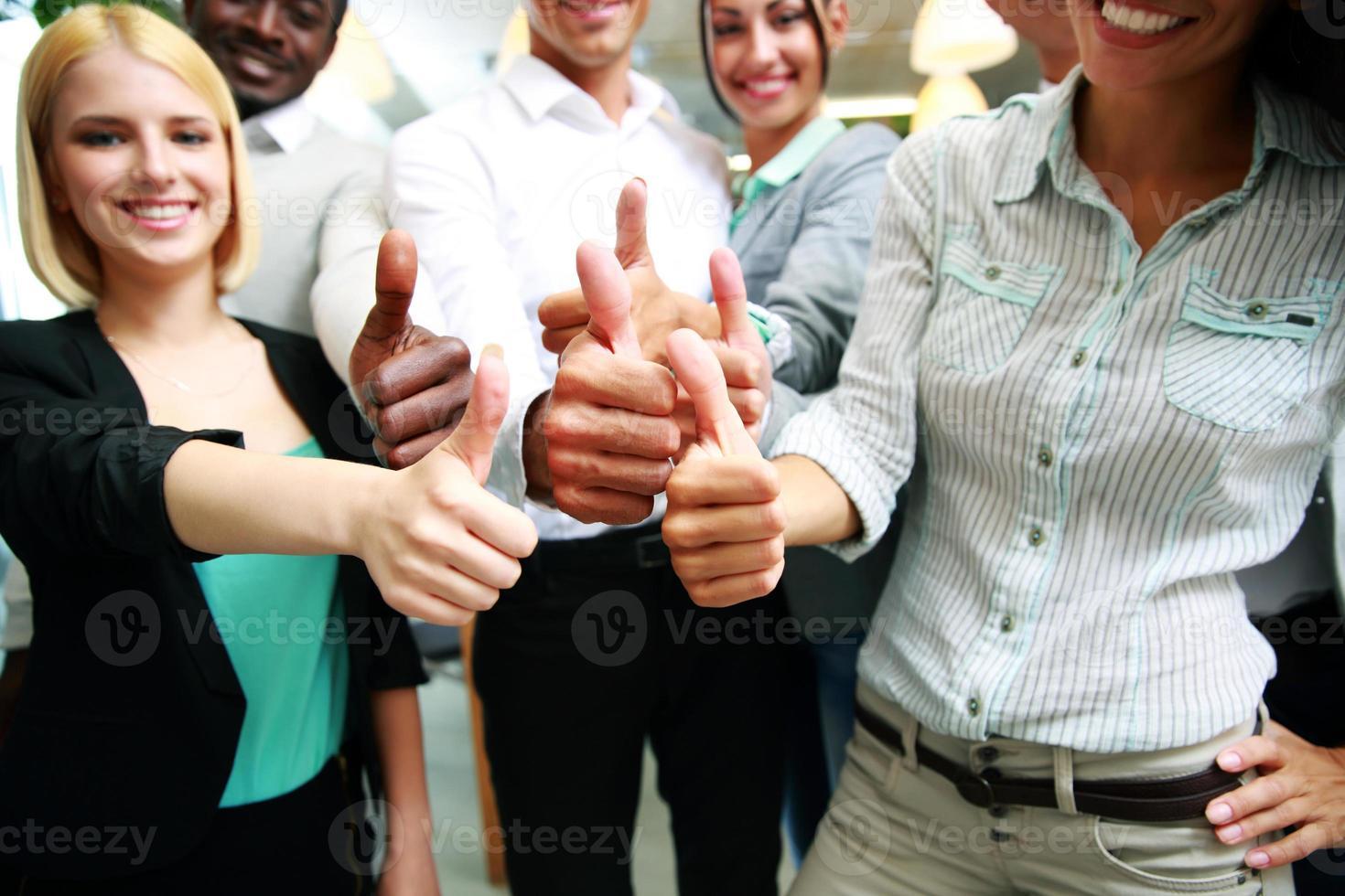 grupo empresarial desistindo polegares foto
