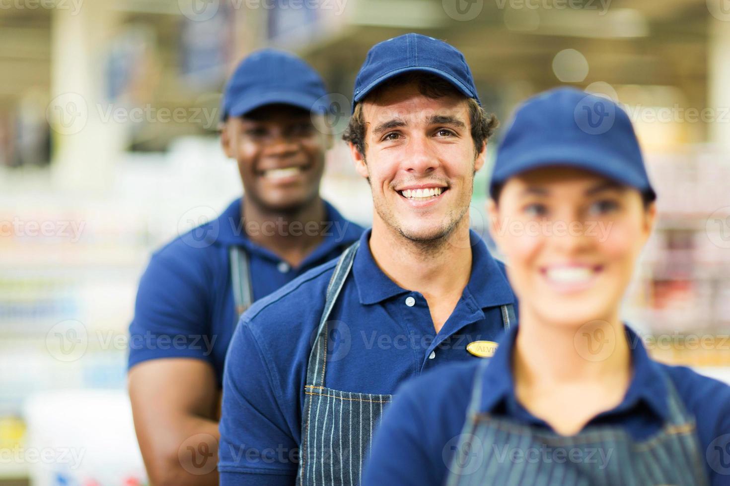 grupo de trabalhadores de supermercado foto