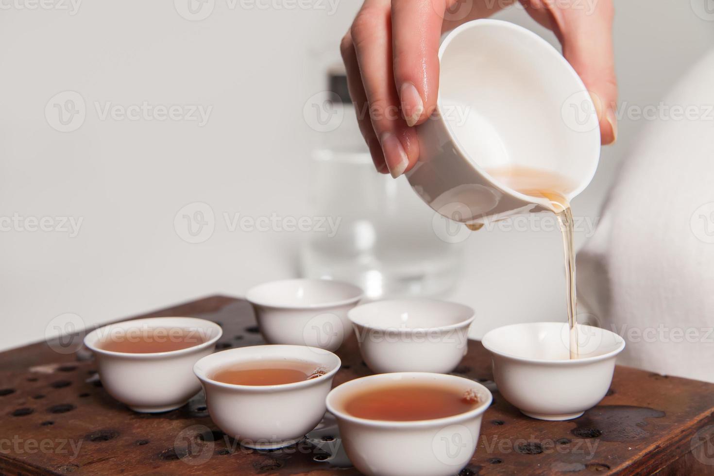 cerimônia do chá chinês é realizada pelo mestre foto