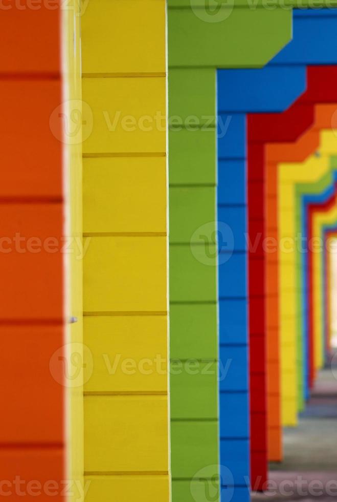chalés de praia de madeira colorida foto
