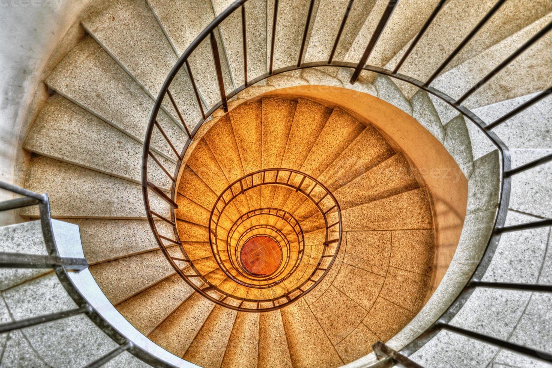 escada em espiral hdr foto