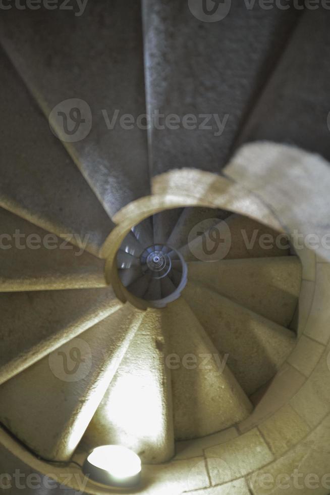 escadas em espiral centro foco foto