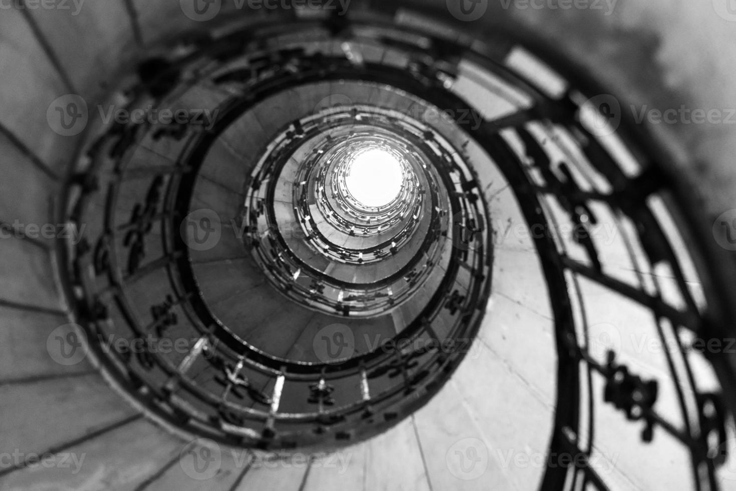 escada em espiral em st. Basílica de Stephen em Budapeste foto