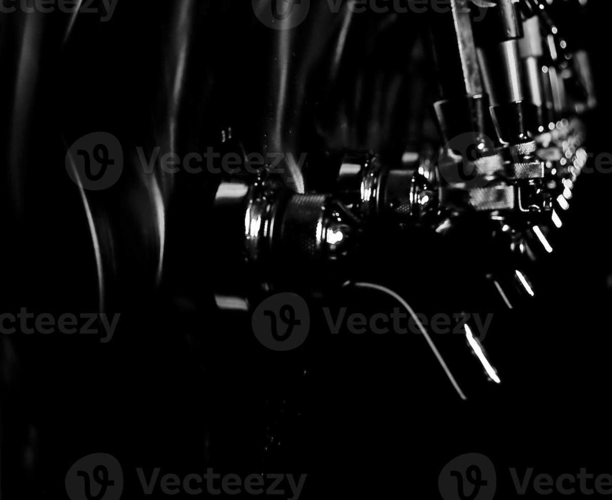 torneiras de cerveja preto e branco foto