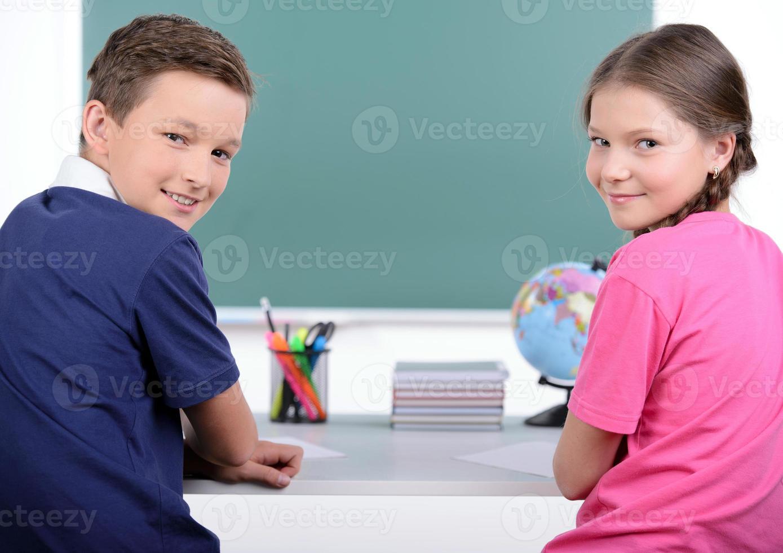 crianças em idade escolar foto