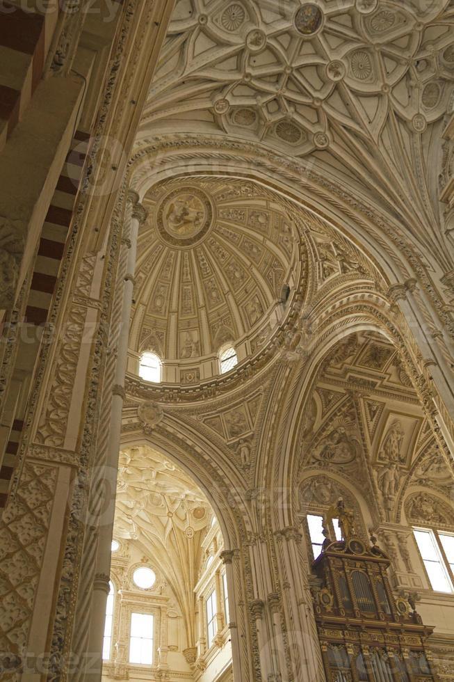 catedral-mesquita interior de córdoba foto