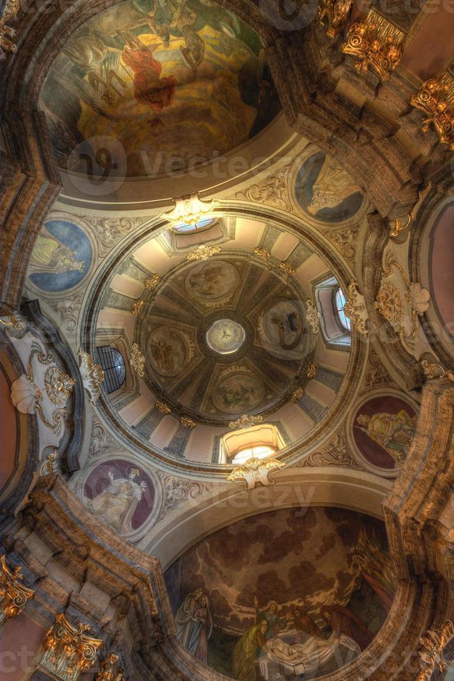 tetos abobadados na capela da ressurreição wroclaw foto