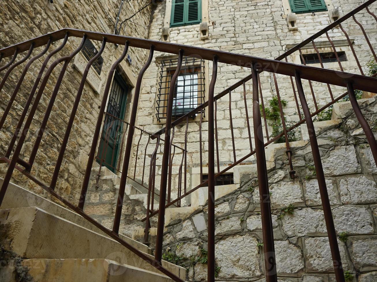 escadas com suportes de metal foto
