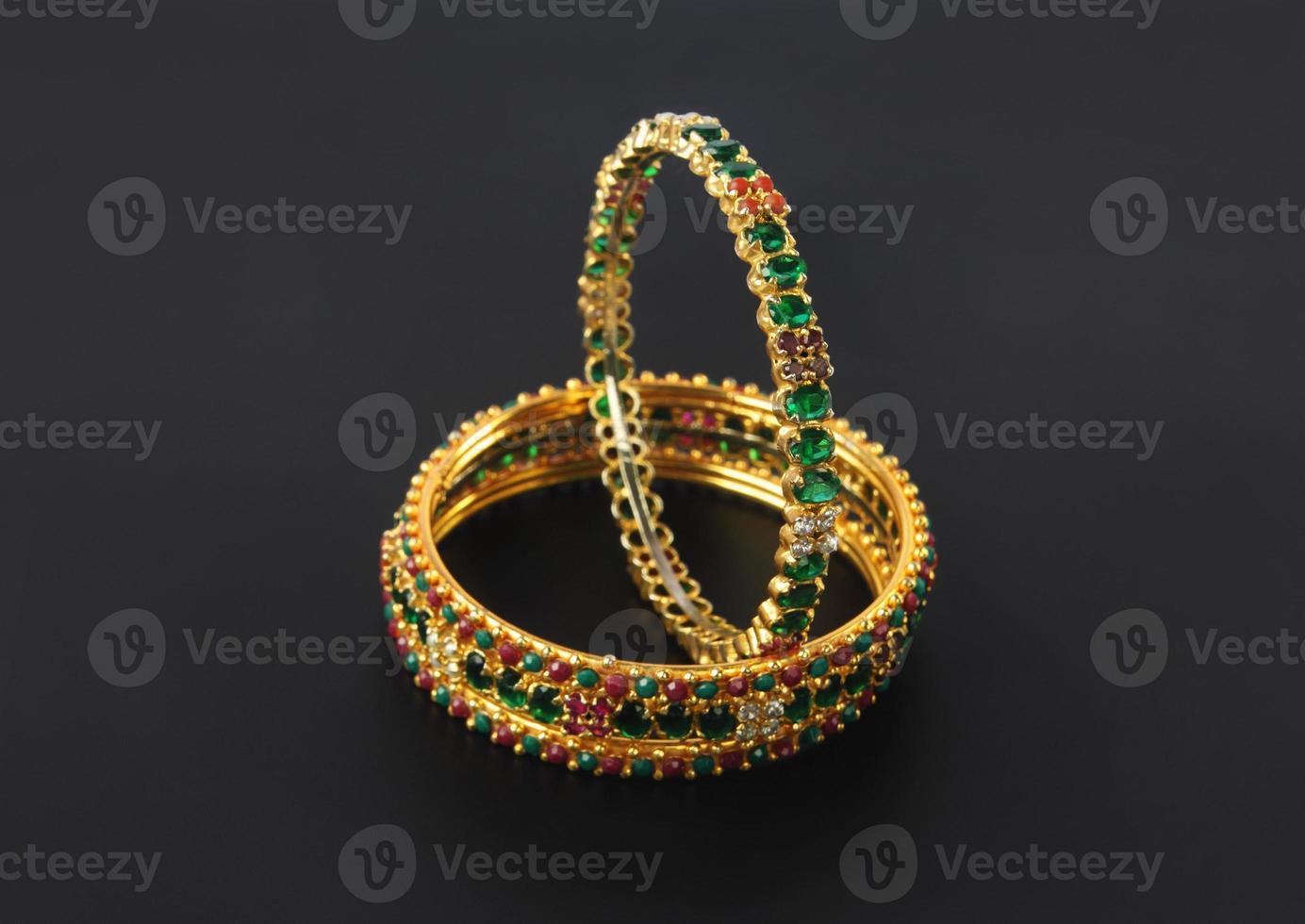 pulseiras de casamento de ouro foto