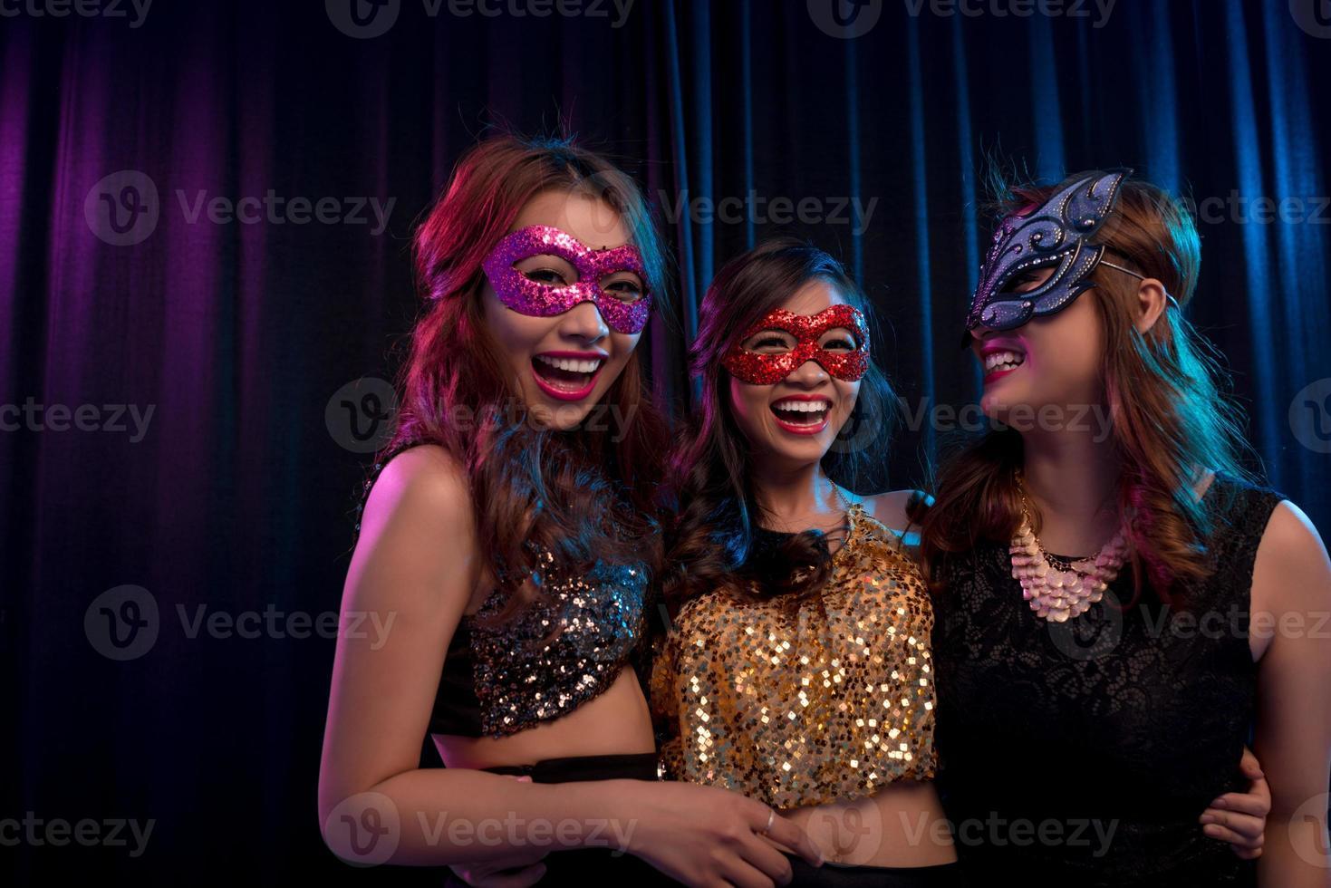 meninas em máscaras de disfarce foto