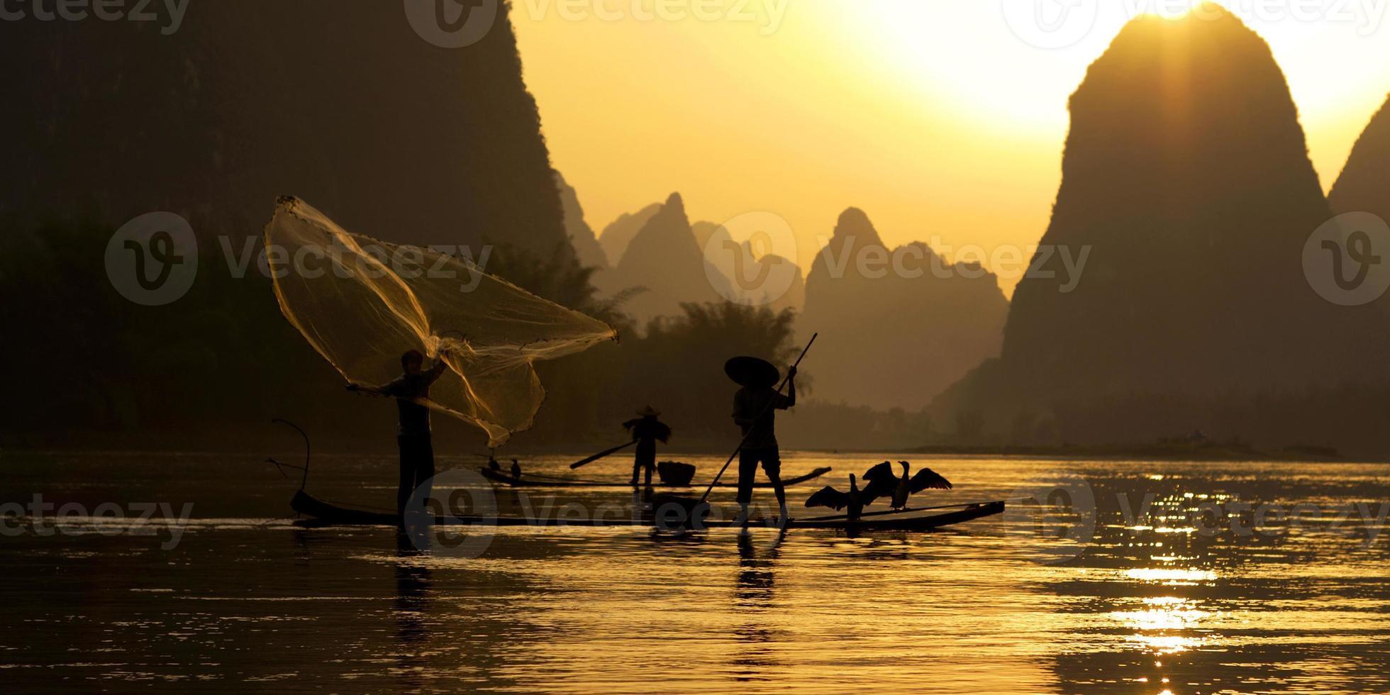 conceito tradicional de pescador de pesca da china foto
